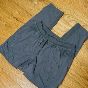 LULULEMON Gray Striped  3/4 Legging (Size 8)